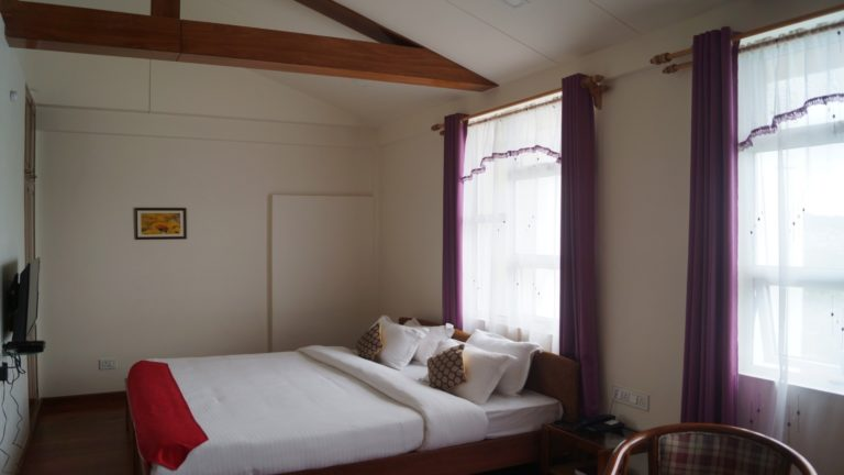 woodland hill stay deluxe room with MV